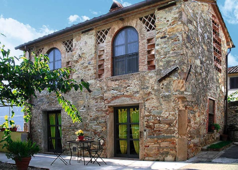 Corte al greggio quiete e relax case in affitto a for Case di pietra del paese della collina del texas