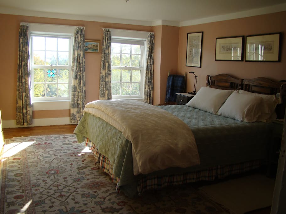 Upstairs bedroom. Crisp cotton sheets, feather duvet and pillows. Heated mattress pad.