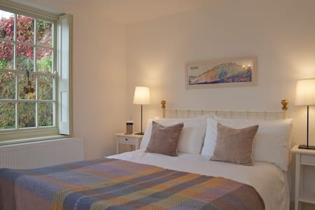 Boutique B&B on the South Downs Way - Amberley