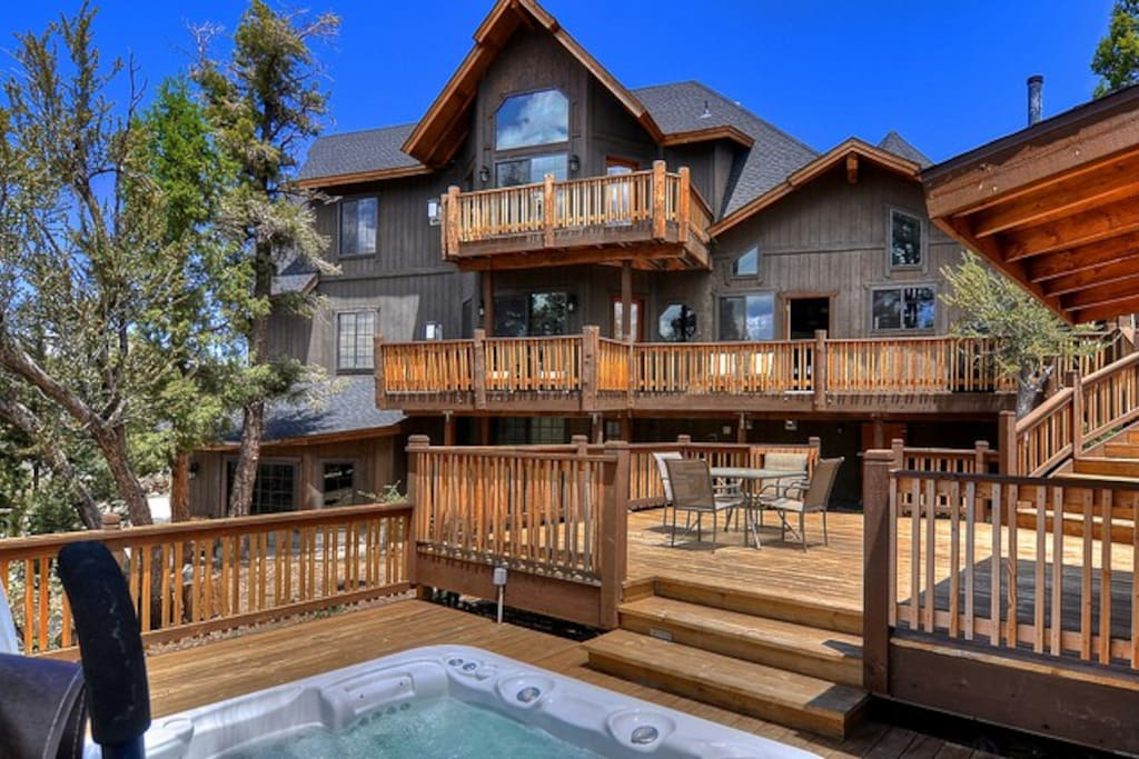 Luxurious castle in big bear views cabins for rent in for Big bear luxury cabin
