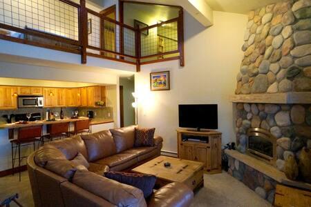 Cozy modern condo w/open loft - Steamboat Springs