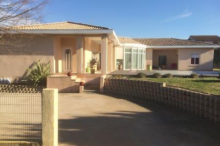 Sympathique villa avec piscine à 15' de Toulouse - Saint-Orens-de-Gameville