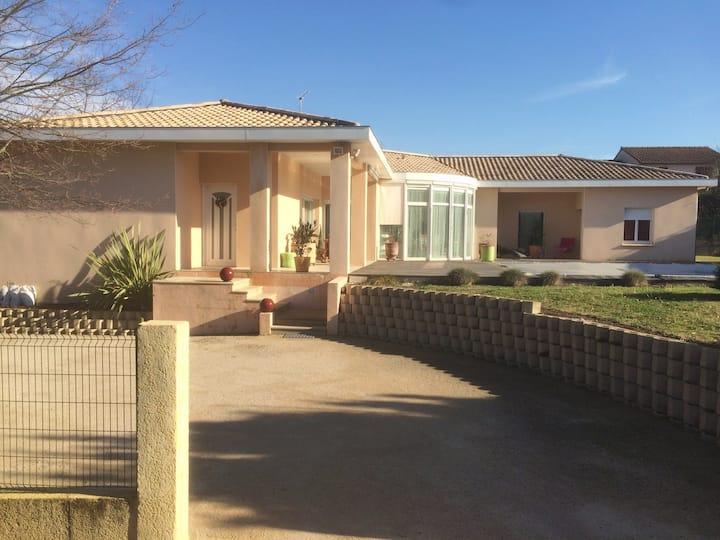 Villa avec belles prestations proche de Toulouse