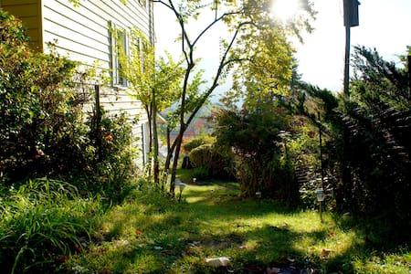 Cozy 2 Bedroom Garden Suite - North Adams - Lejlighed