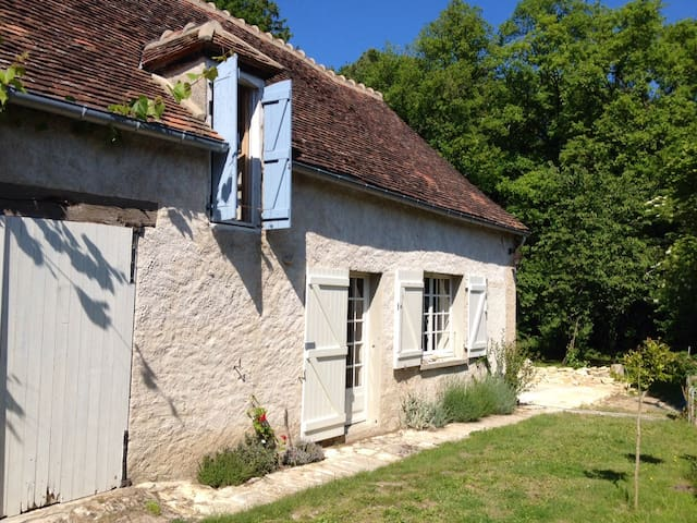 Cozy farmhouse near forest + river - Saint-Hilaire-sur-Benaize - Srub