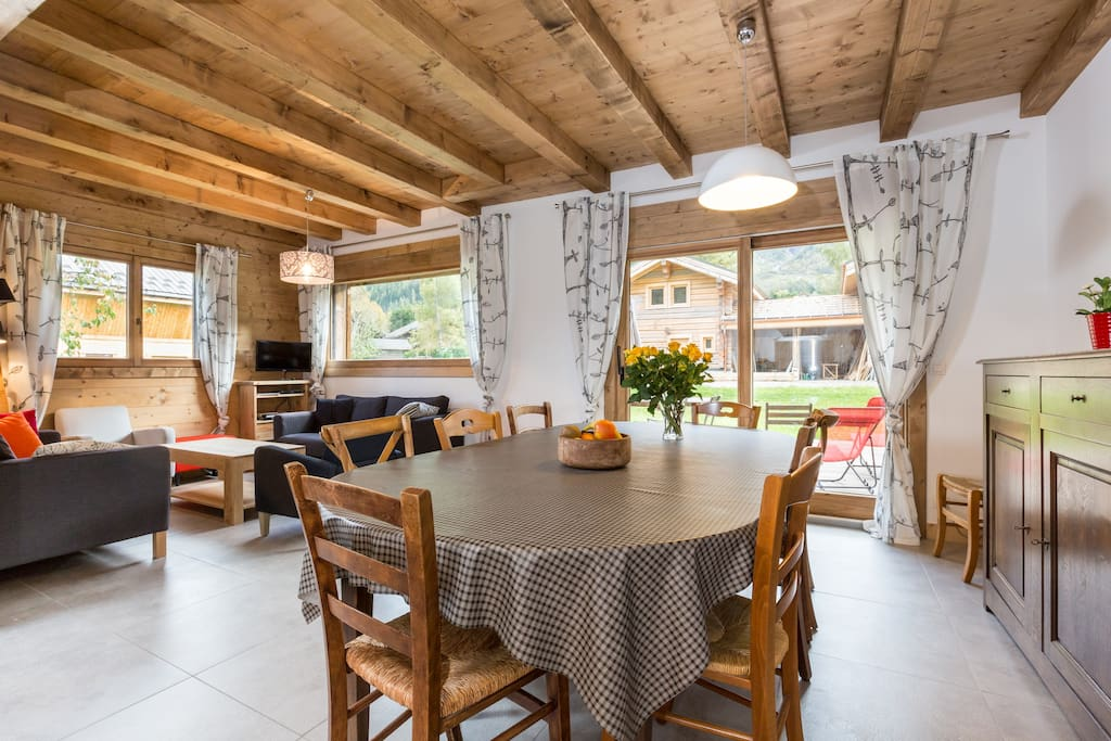 Moderne et authentique demi chalet chalets for rent in les houches auvergne rh ne alpes france - Chalet moderne ...