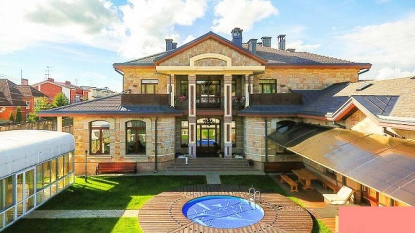 Дом 850 м² на участке 30 сот. - Astrakhan' - Hus