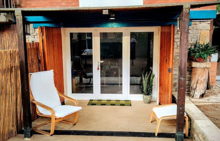 Casa con ampio giardino a due passi dal mare
