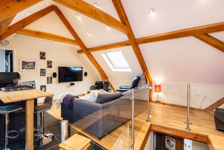 Studio and sofa bed (bedroom 7)