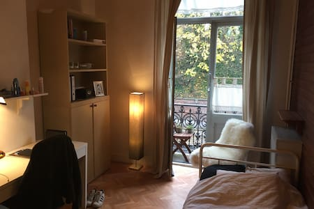 Cozy room with balcony in center of Leuven - Leuven - House