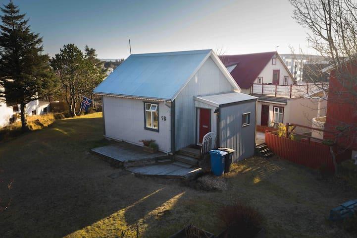 Charming little house 15 min from Reykjavik center