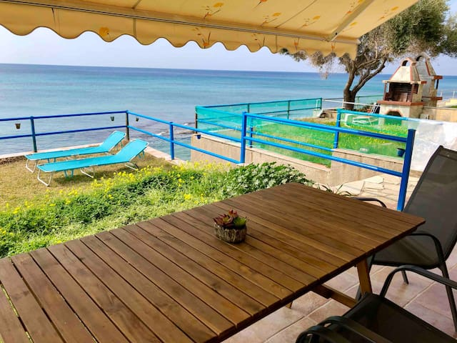 Lovely Apartment on the Beach! /Private Yard, BBQ