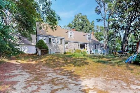 Walk to Ballston Beach! Private home w/ firepit & hammock - dogs welcome!