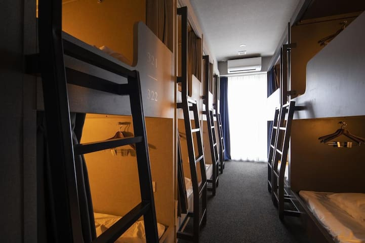 [Mixed Dormitory Room with free wi-fi]  3mins from Yotsubashi Sta. on foot/ Dotonbori&Shinsaibashi area
