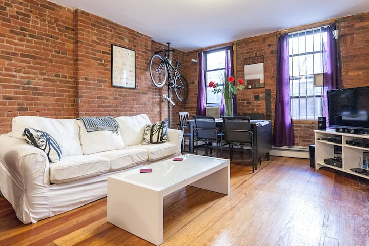 1 BR in Exposed Brick SoHo apt