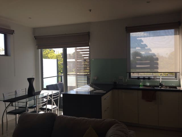 Apartment 2, 5 Phillip st - Mentone - 公寓
