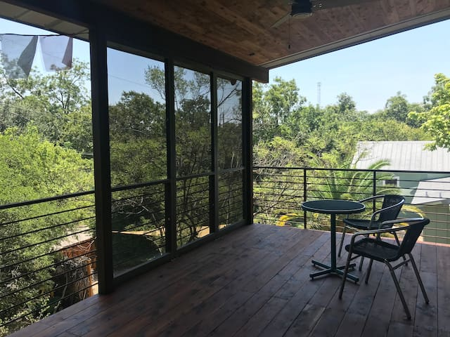 Private Studio and Balcony in the Treetops