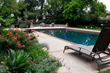 Cozy Foothill Retreat and Breakfast - La Cañada Flintridge