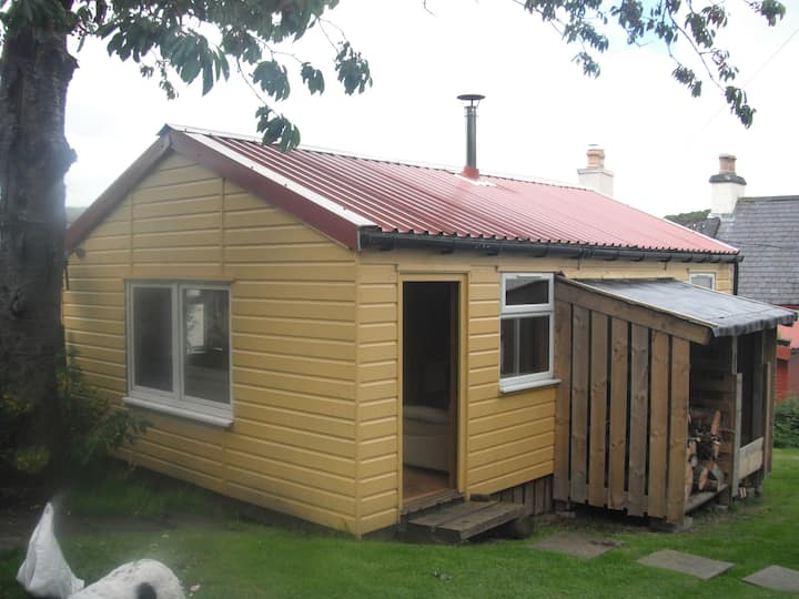 Cosy self contained cabin in Shieldaig