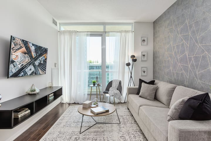 Modern Luxury Condo 2BR Style +6ppl +Free Parking!