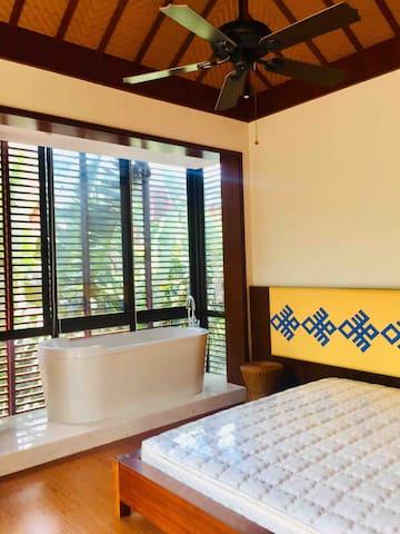 主卧:含卫生间及浴缸