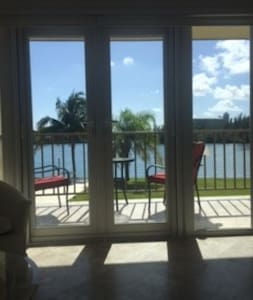 Fabulous Waterfront Studio Condo - Freeport