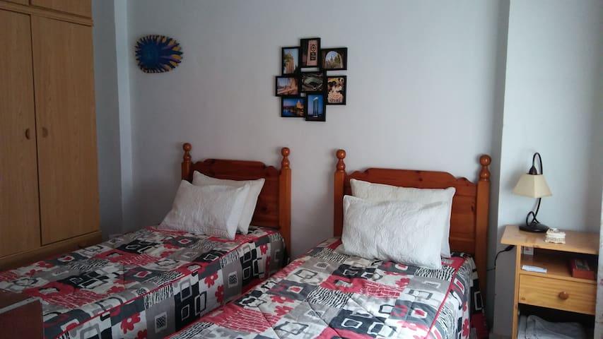 Habitacion doble en San Juan, zona tranquila - San Juan de Aznalfarache - Dům