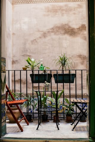 Two person room in Unique Old Town Apartment.(131)