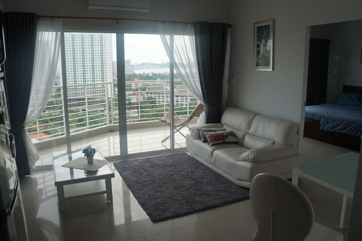Deluxe  1 bd in Highrise on a beach - Pattaya - Hus