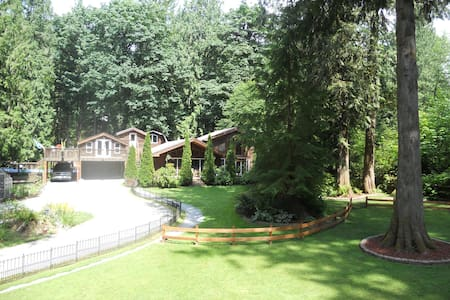 "Rolandhaus Lodge ""One-of-a-kind"" - Deming"