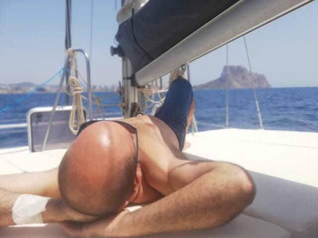 Pasa una noche especial abordo de un Catamaran