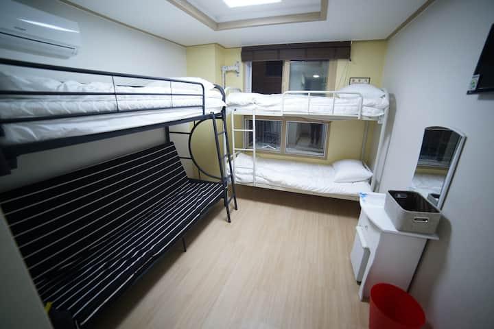 tirple room