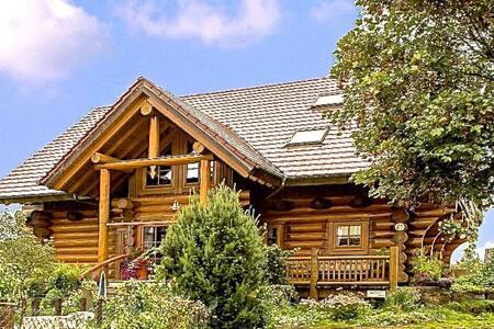 Gemütlichkeit im Holzblockhaus - Großerlach