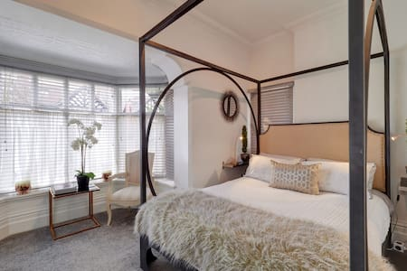 Boutique Apartment with Four Poster & FREE parking