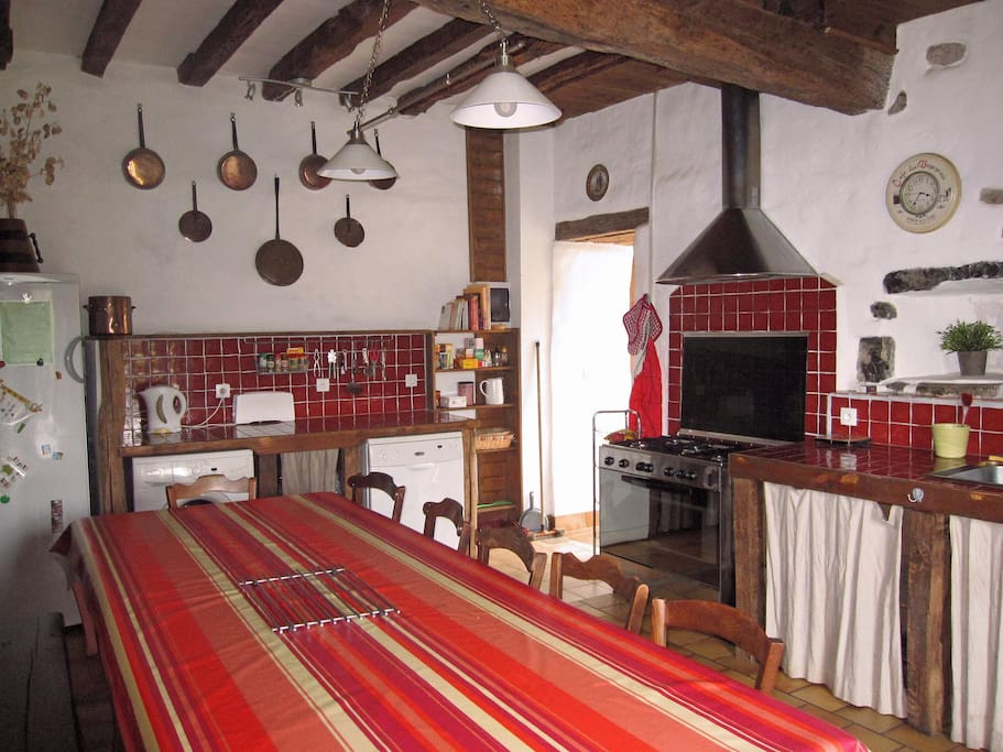 Nice kitchen well furnished for groups. 5 fires, very large oven.