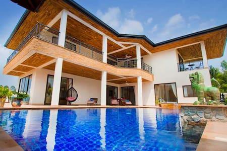 Lux 5 Bed/6 bth Pool Villa Free Car for 3 Nights + - Pattaya