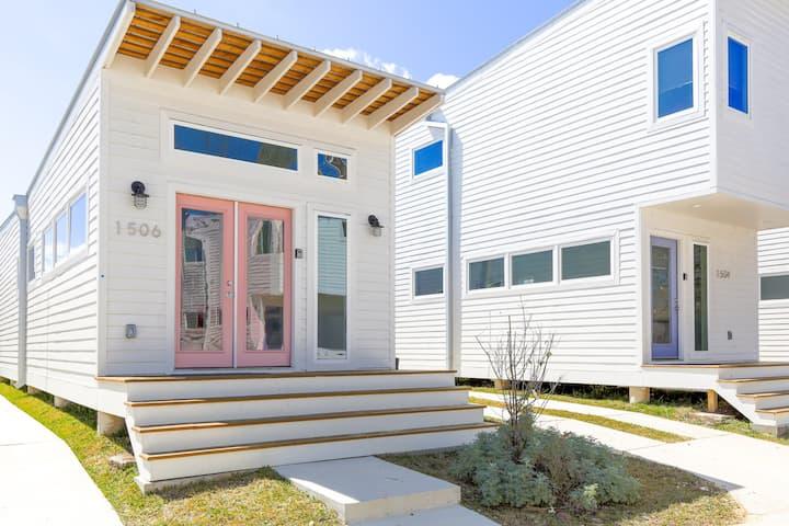 Modern + Minimalist 1BR House | East Downtown 1506