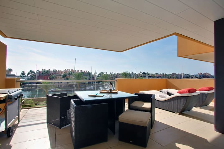 PUERTO SOTOGRANDE LUXURY APPARTMENT - San Roque - Lägenhet