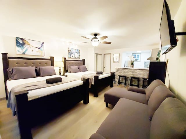 W. HOLLYWOOD STUDIO C - EXTENDED STAYS