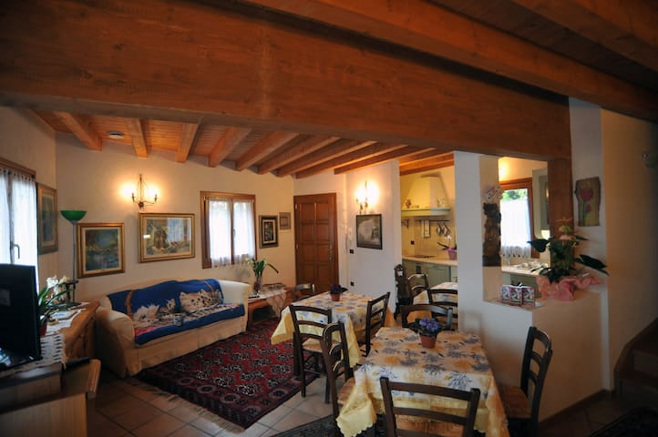 B&B Casa Rosmar - matrimoniale - Duino-aurisina - 家庭式旅館