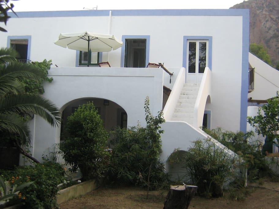 villa with 2 flats