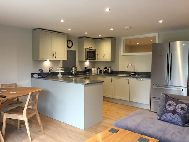Warbler, 1BR, lakeside apartment - Droitwich Worcestershire  - House