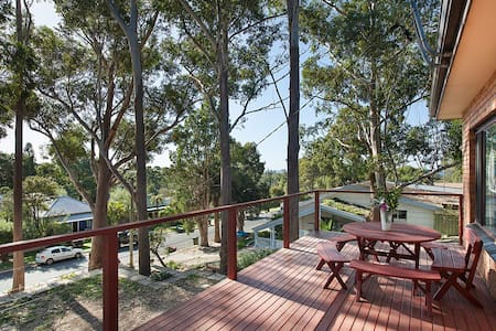 THE TREE HOUSE BY SEA - WOONONA BEACH - House