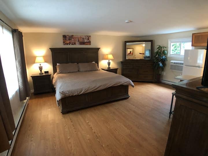 NEW! Shore Road Inn Room 8 -PET FRIENDLY ROOM