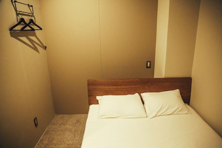 ダブルルーム 半個室
