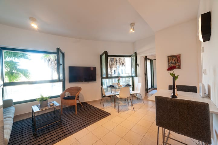 Apartment with balcony, Beach area,pool,gym parkin