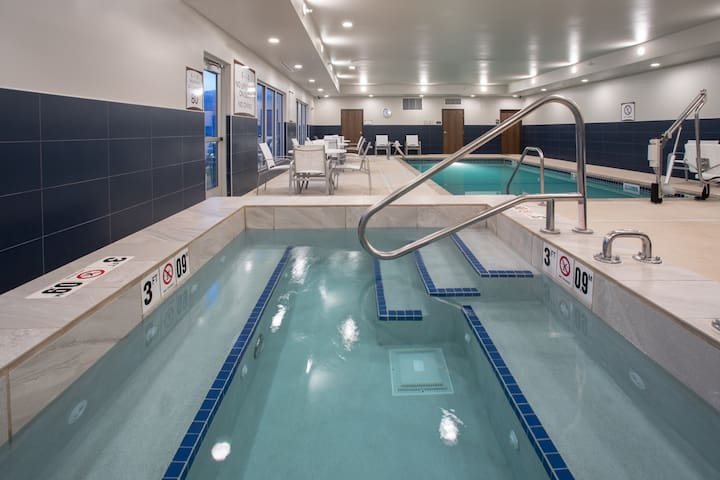 Free Breakfast. Pool & Hot Tub. Great Location! Near Rushmore Crossing Shopping Complex