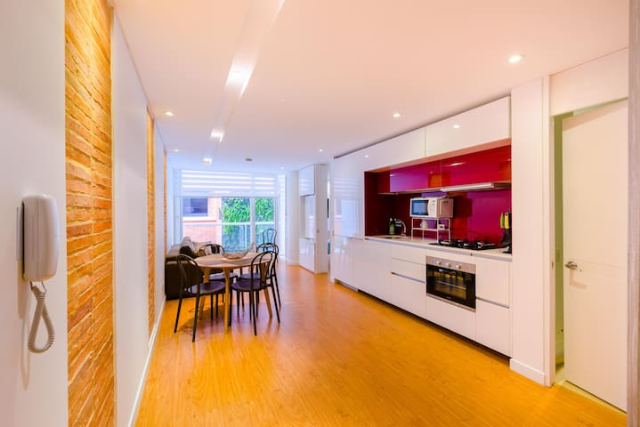 Modern 1 BR Apartment & Top Location