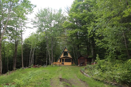 Quaint A-Frame Cabin on 20 acres in Vermont - Tunbridge - Cottage