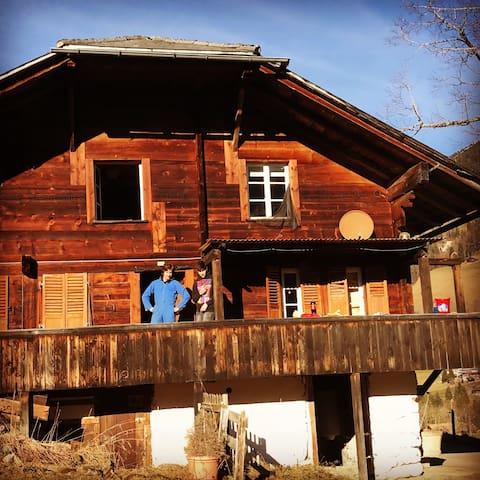 Alphütte  Bergpanorama Natur pur - Kiental - Hus